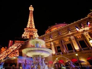 Postal: La Torre Eiffel vista desde la Ópera de París