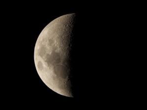 Postal: La Luna en cuarto menguante