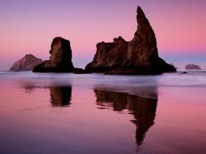 Postal: Reflejo de las rocas en el mar