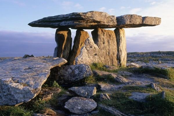 Piedras gigantes (dólmenes) en el condado de Clare (Irlanda)