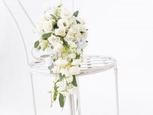 Postal: Ramo de rosas blancas para una romántica boda