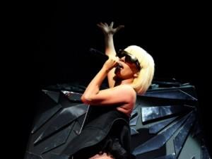 Postal: Lady Gaga cantando