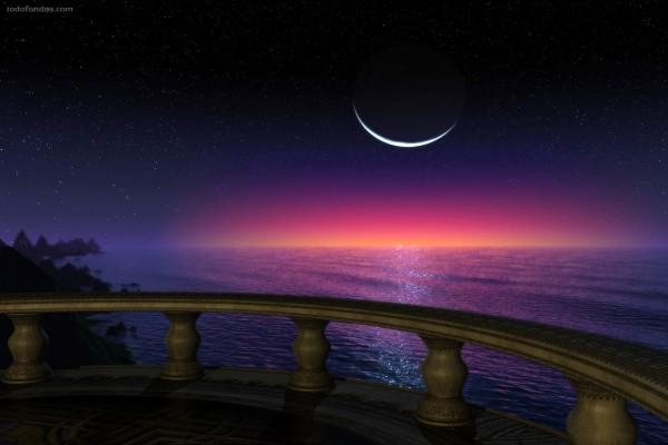 Un fino hilo de luna visto desde el balcón