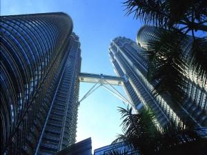 Postal: Pasarela que une las Torres Petronas (Kuala Lumpur, Malasia)