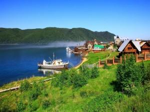 Postal: Localidad de Listvianka, junto al lago Baikal (Rusia)