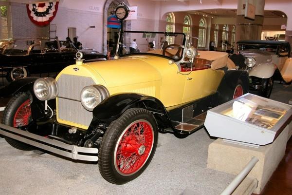 Stutz Bearcat amarillo de 1923
