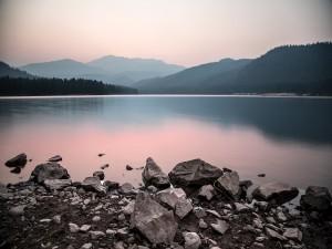 Lago Siskiyou, cerca de la ciudad de Mount Shasta (California)