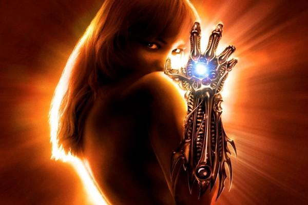 Mujer con un brazo poderoso