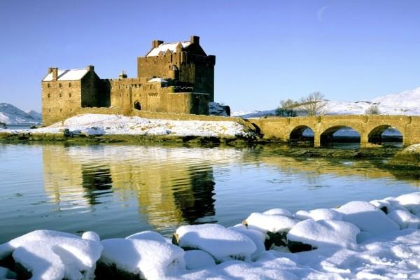 Castillo de Eilean Donan, junto al lago Duich (Escocia)