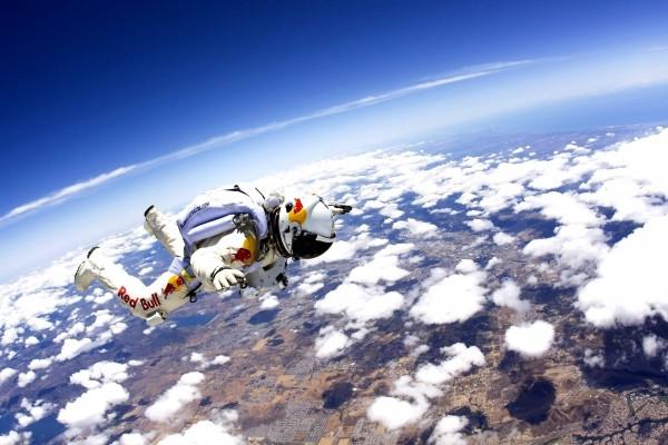 Felix Baumgartner por encima de las nubes (misión Red Bull Stratos)