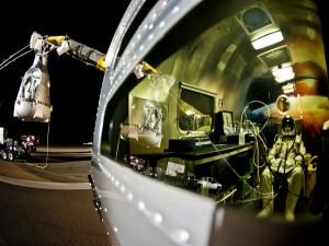 Postal: Felix Baumgartner en los previos de la misión Red Bull Stratos