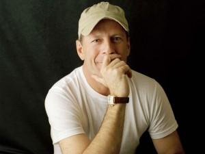 Postal: Bruce Willis con gorra