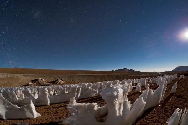 """Estatuas de hielo llamadas """"Los Penitentes"""" en el Desierto de Atacama (Chile)"""