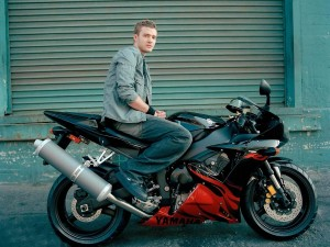 Justin Timberlake en moto