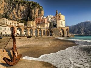 Playa en Atrani, Costa de Amalfi (Italia)