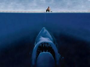 Pescador, ¡cuidado con los tiburones!