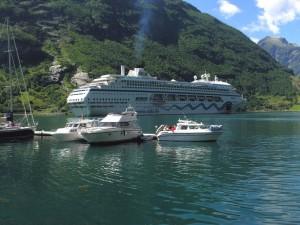 Embarcaciones en el Fiordo de Geiranger (Noruega)