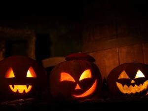 Postal: Calabazas de Halloween iluminadas