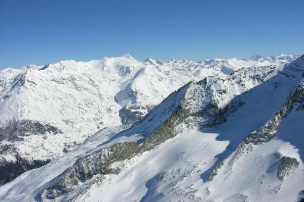 Cumbres nevadas en Saboya, Francia