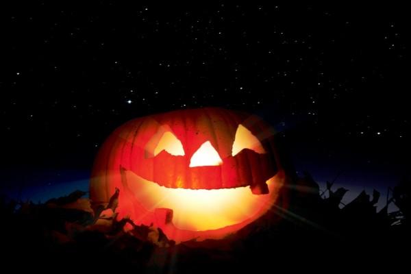 Calabaza gigante iluminada para Halloween