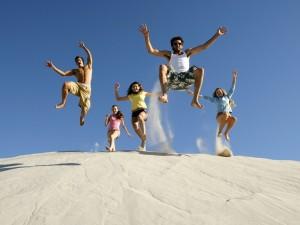 Postal: Saltando en la arena