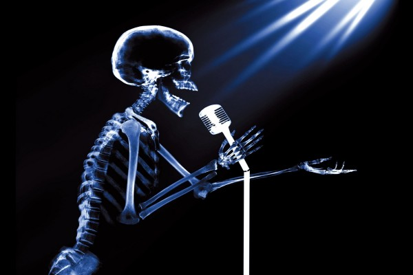 Esqueleto cantante
