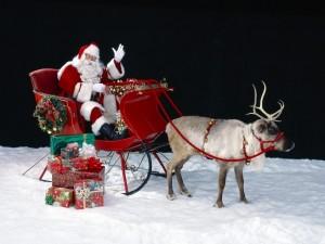Postal: Papá Noel repartiendo regalos