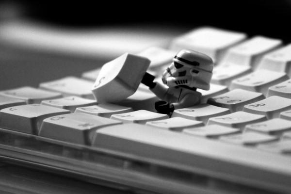 Soldado de Star Wars saliendo del teclado
