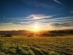 Cielo azul y dorado en South Downs National Park (Inglaterra)