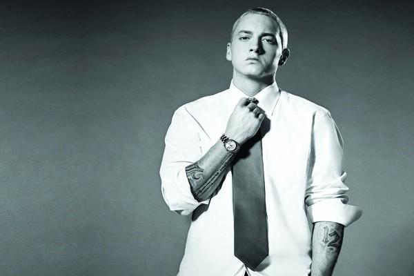 Eminem con corbata