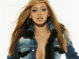 Beyoncé con chaqueta vaquera