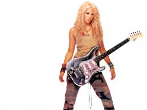 Shakira con guitarra