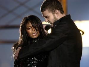 Janet Jackson y Justin Timberlake cantando juntos en la Super Bowl