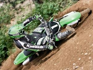 Rozando el suelo en motocross