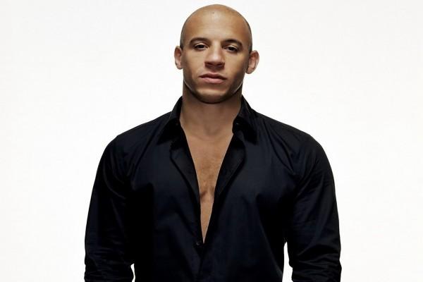 El actor Vin Diesel con camisa negra
