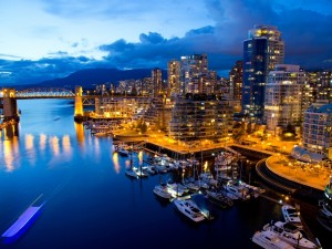 Noche en el puerto de Vancouver (Canadá)