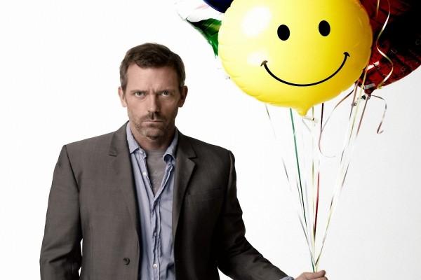 Dr. House con un globo feliz