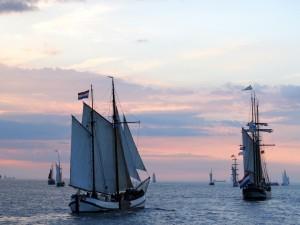 Postal: Veleros en el mar al amanecer
