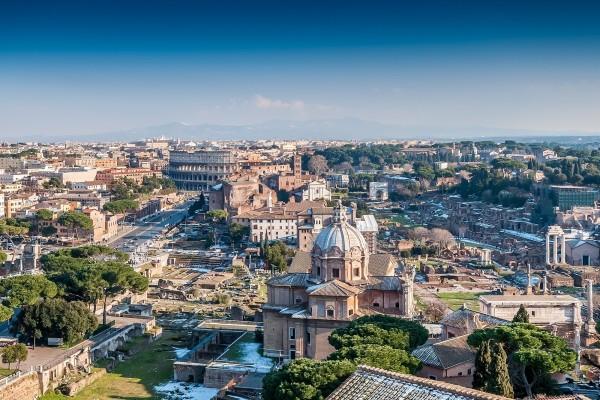Vista de Roma y el Coliseo desde la Colina Capitolina