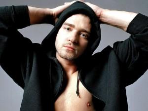 Justin Timberlake a pecho descubierto