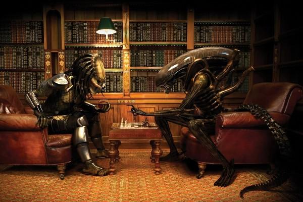 Alien y Predator jugando al ajedrez