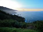 Cielo azul y amarillo en Big Sur (California)
