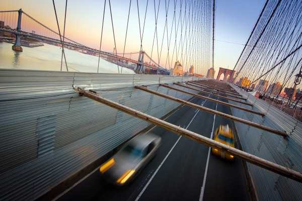 Tráfico en el Puente de Brooklyn (Nueva York)
