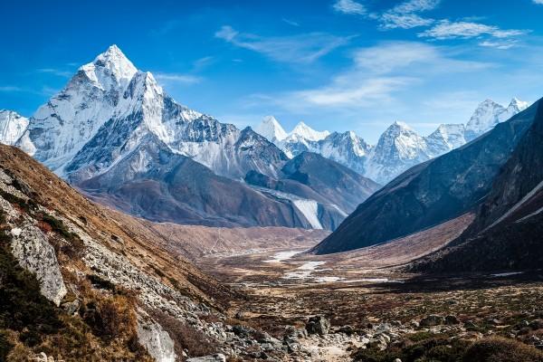 Monte Ama Dablam, en la cordillera del Himalaya