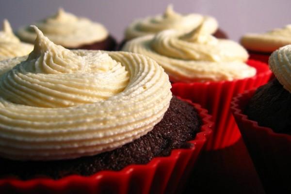 Cupcakes de chocolate y nata