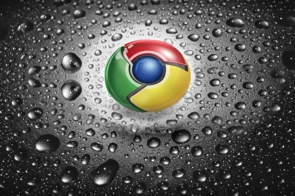 Logo de Google Chrome salpicado de gotitas de agua