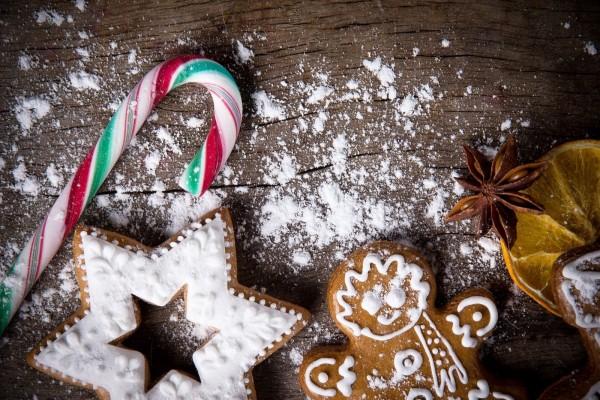 Galletas de jengibre y caramelos para Navidad