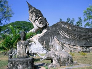 Postal: Buda tumbado en el Parque Buda (Vientián, Laos)