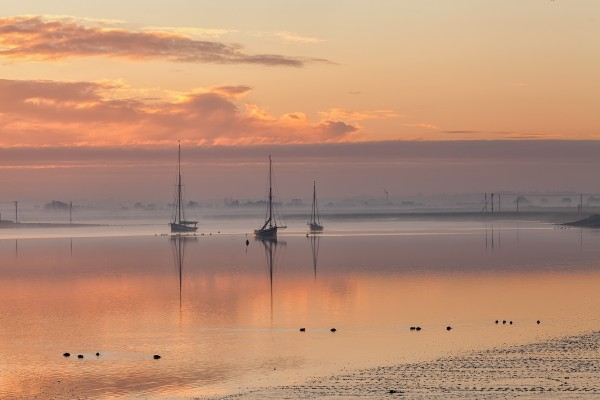 Amanecer en una playa de Maldon (Essex, Inglaterra)