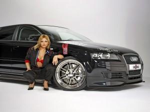Chica con un Audi A3 Sportback